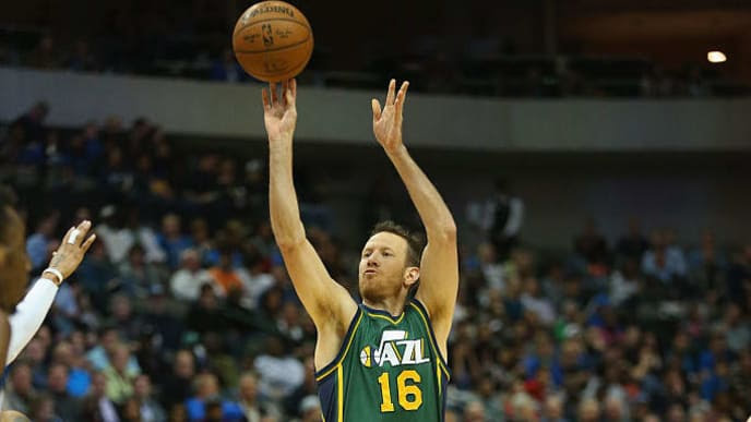 DALLAS, TX - FEBRUARY 11:  Steve Novak #16 of the Utah Jazz at American Airlines Center on February 11, 2015 in Dallas, Texas.  NOTE TO USER: User expressly acknowledges and agrees that, by downloading and or using this photograph, User is consenting to the terms and conditions of the Getty Images License Agreement.  (Photo by Ronald Martinez/Getty Images)